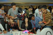 Shruti Hassan with her fans