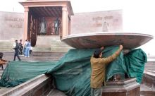 Veiling work at a memorial in Lucknow