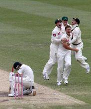 Australia players and Virat Kohli