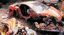 Lamborghini crashes into bus-stop in Delhi