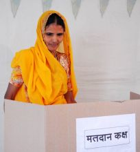 A woman casting vote in Mumbai
