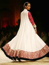 A model in a Manish Malhotra outfit