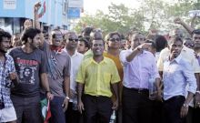 Mohamed Nasheed with his supporters