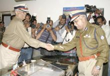 Retiring DGP S.K. Raut greets new DGP Dubey