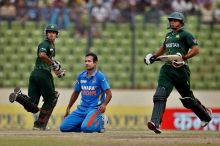 Irfan Pathan (centre) watches as Pakistan openers Mohammad Hafeez (left) and Nasir Jamshed