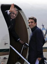 Asif Ali Zardari (left) and Bilawal Bhutto Zardari