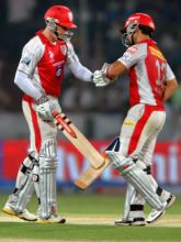 Shaun Marsh and Mandeep Singh