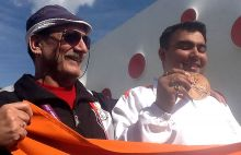Gagan Narang shows off his bronze medal with coach Stanislav Lapidus.