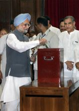 Manmohan Singh (left) and Pawan Bansal.