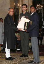 Pranab Mukherjee (left) and Yogeshwar Dutt