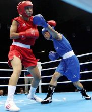 Mary Kom(in blue) and Maroua Rahali(in red)