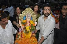 Shilpa Shetty, Raj Kundra and mother Sunanda Shetty,