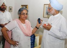 Gursharan Kaur with Manmohan Singh