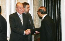 King of Spain Juan Carlos (left) and Indian Business tycoon