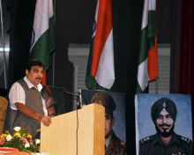 Nitin Gadkari delivering speech