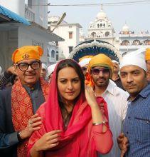 Ajay Devgn and Sonakshi Sinha in Bihar to seek blessings for the success of Son of Sardaar