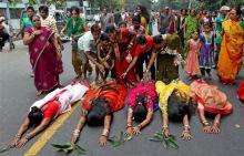 Devotees perform rituals