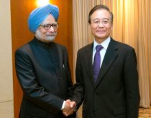 Manmohan Singh (left) with Wen Jiabao