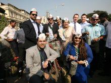 Commonwealth nations' representatives meet Mumbai Dabawallas