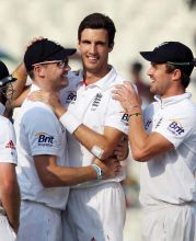 Steven Finn with teammates