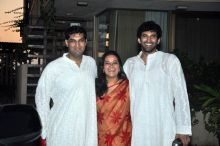 Siddharth's brother Aditya Roy Kapur and Kunaal Roy Kapur pose during the wedding.