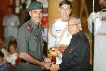 Bajrang Lal Thakar gets Padma Shri from Pranab Mukherjee
