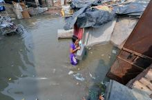 Yamuna flows into streets, families evacuated