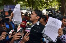 Ruckus at Prashant Bhushan's press conference