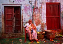 Vrindavan widows play Holi