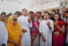 Ashok Gehlot with family