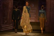 Anju Modi's India Couture Week 2014 collection.