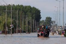 Kashmiri residents being evacuated
