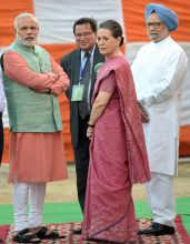 Dussehra celebrations bring Modi, Manmohan and Sonia on same dais