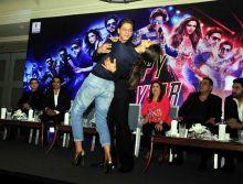 Shah Rukh and Deepika