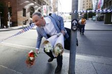 Sydney siege: People pay floral tributes to dead victims