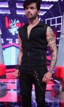 Himesh Reshammiya: He has always surprised people with his makeovers. The musician-turned-director-turned-singer-turned-judge made his comeback on TV as a coach in singing based reality show The Voice India. He managed to surprise again with his super-sli