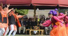 President Pranab Mukherjee meets Republic Day Parade artists