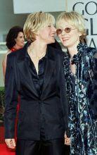 Ellen DeGeneres (L) and Anne Heche