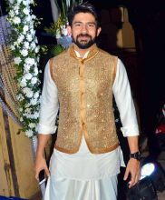 Hussain Kuwajerwala looked royal in this white and gold traditional outfit.