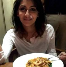 As evident from Sriti's Instagram pics, the lady doesn't like to wear makeup when not working. Here she's seen enjoying a plateful of noodles. Slurp!