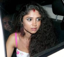 Actress Ratan Rajput was visibly shaken when she was spotted outside Mumbai's Kokilaben Hospital.