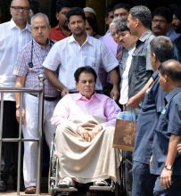 Dilip Kumar discharged from Lilavat Hospital