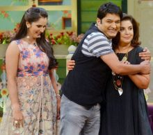 Kapil Sharma greets Farah, as Sania looks on.