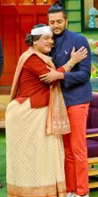 Nani aka Ali Asgar showering her love on Riteish.