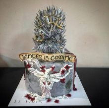 The Iron Throne, the weirwood heart tree and the Stark words imply that the baker wants the Starks to win the Game of Thrones.