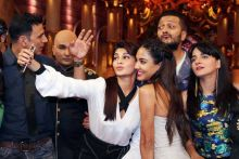 Selfie time: Jacqueline and Lisa take a selfie while Riteish and Akki look on.