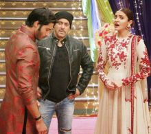 Salman seems to have said something that has Anushka surprised.
