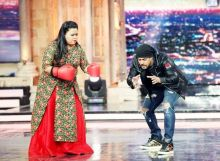 Salman shows his Sultan pose to Bharti on India's Got Talent.
