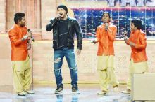 Salman singing the Sultan title track with India's Got Talent finalists Brijwasi Bros.