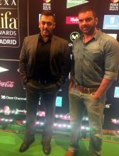 Salman Khan (L) and Sohail Khan